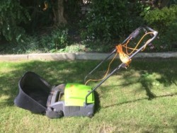 Electric Lawnrake pwr600lrb.