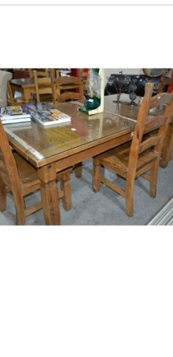 Heavy large  oak  kitchen  table+ 4 solid chairs