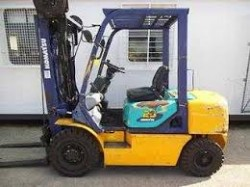 KOMATSU DIESEL FORKLIFT-2.5TON LIFT AND EXCELLENT CONDITION