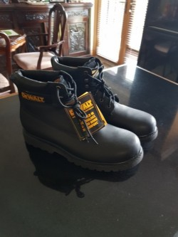 New Size 11 Dewalt black leather work boots
