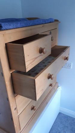 Baby change/chest of drawers