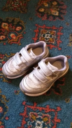 Childrens Runners Size 8 Clarks.