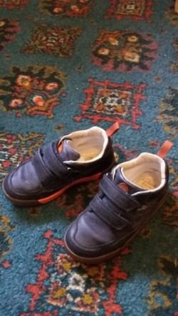 Childrens Clarks Shoes Size 8.5