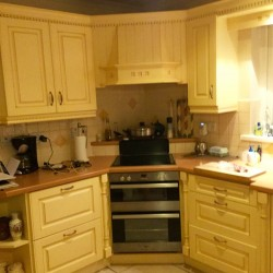 Fully fitted kitchen for sale                              LANDLORDS ALERT
