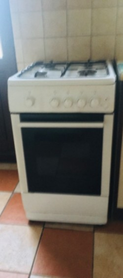 GAS COOKER (WHITE)