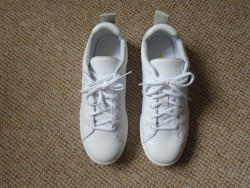 A PAIR OF NIKE MENS WHITE TRAINERS SIZE UK 10, EUR 45, WORN ONLY ONCE ON A CRUISE SHIP