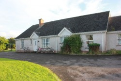 5/6 Bedroom Bungalow near Enniskillen with large workshop