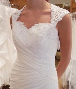 New wedding dress. Size 12 for sale