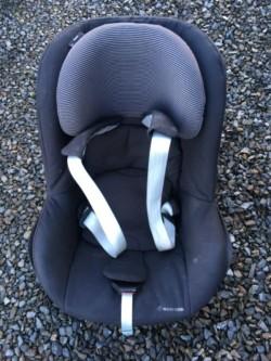 Maxi-Cosi base and Car seats