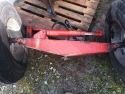 Front axle with steering ram