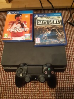 Ps4 with days gone and madden 20