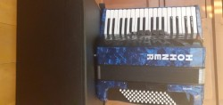 72 bass 3 voice Hohner piano accordian
