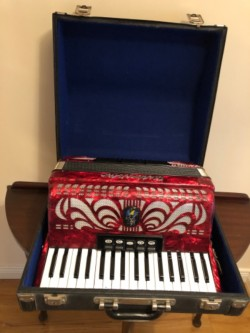 Weltmeister Caprice N 72 bass piano accordion