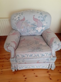 Beautifuĺ three piece suite with foot stool