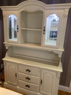 Dining table chairs & Dresser