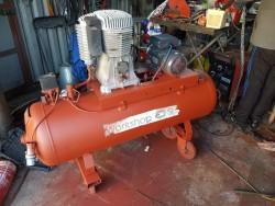 Workshop SIP 200L compressor