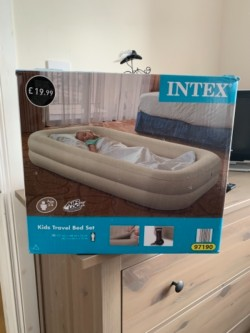 Inflatable kids air bed