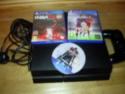 Ps4 with wirless controler and 3 games