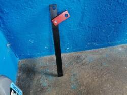 Universal hub locking tool