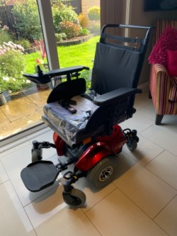 Electric wheelchair / mobility chair