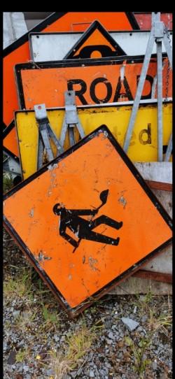 TRAFIC cones /road signs