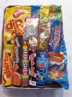 Small Blue Hamper CONTENTS MAY VARY